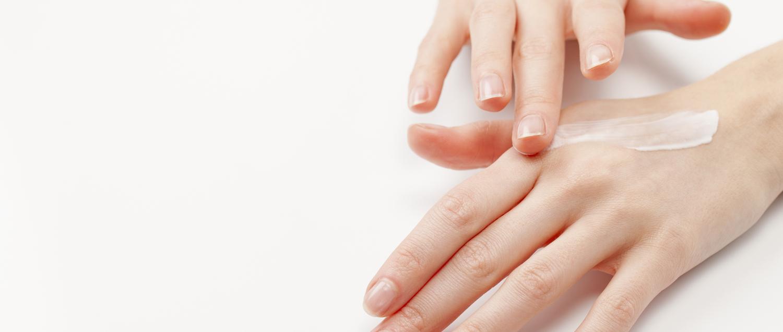 moisturized-skin-holds-fragrance-for-longer